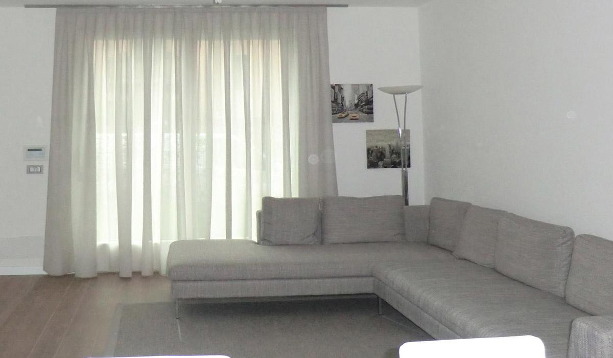 Belleri ambienti prima e dopo il nostro intervento - Tende sala moderna ...