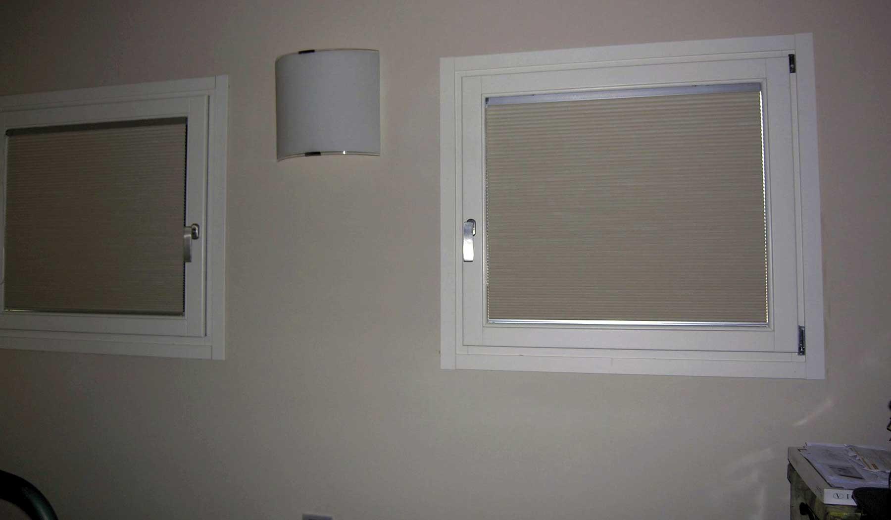 Tende da vetro perfect tende moderne per vetrate con - Modelli di tende per camera da letto ...
